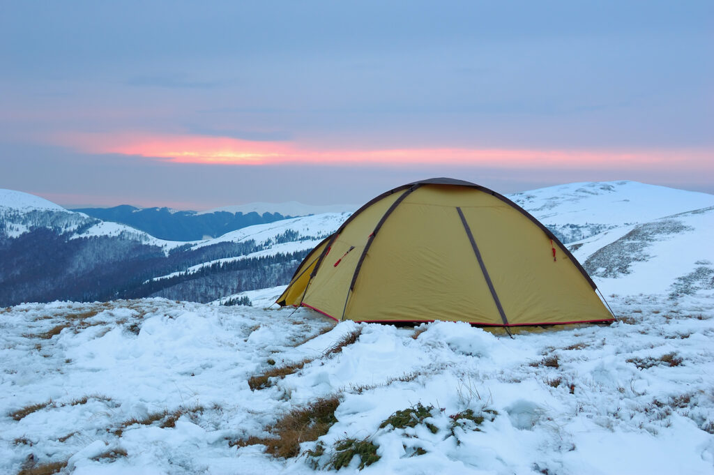 tent in snow in the winter
